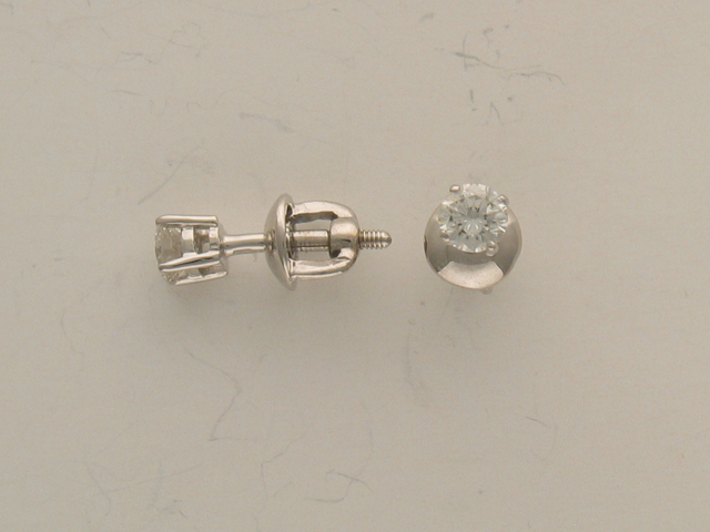 Серьги-пусеты с бриллиантами на четырех держателях, белое золото 750 проба
