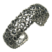 Браслет-обруч ажурный с бриллиантами из серебра 925 пробы