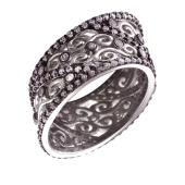 Кольцо скошенное с узорами и фианитами из серебра с чернением
