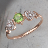 Кольцо с круглым хризолитом и фианитами из красного золота