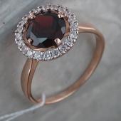 Кольцо с круглым гранатом и фианитами из красного золота