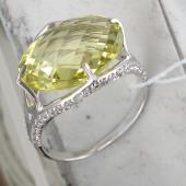 Кольцо с кварцем и фианитами огранки бриолет из белого золота 585 пробы