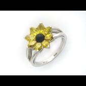 Кольцо Цветок с лепестками из фианитов и центром из оникса, белое золото