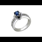Кольцо с бриллиантами и рубином на возвышении, белое золото