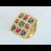 Кольцо с сапфирами, рубинами, изумрудом и бриллиантами, желтое золото 750 проба