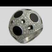 Кольцо с бриллиантами и ониксом из белого золота 585 пробы