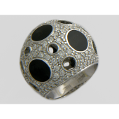 Кольцо Луна с бриллиантами и ониксом из белого золота 750 пробы