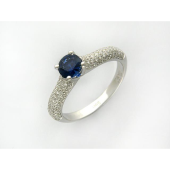 Кольцо с круглым сапфиром и россыпью бриллиантов из белого золота 750 пробы
