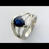 Кольцо с сапфиром и бриллиантами, белое золото 750 проба