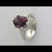 Кольцо с родолитом и бриллиантами, белое золото