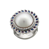 Кольцо Солнце с белым морским жемчугом Мабэ, бриллиантами, сапфирами и аметистами, белое золото 750 проба