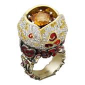 Кольцо с бриллиантами, гиацинтом, тсаворитом, сапфирами, рубинами и эмалью, желтое и белое золото 750 проба