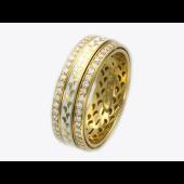 Кольцо с бриллиантами и белой эмалью, желтое золото