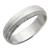 Обручальное кольцо фантазийное с алмазной огранкой ширина 4.8мм, белое золото