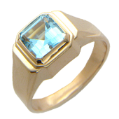 Мужское кольцо в центре квадратный камень (раухтопаз, топаз) с огранкой, красное золото
