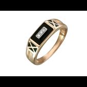 Мужское кольцо с ониксом и тремя фианитами по центру, красное золото