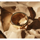 Обручальное кольцо гладкое, желтое золото, ширина шинки 5.00 мм, широкий торец