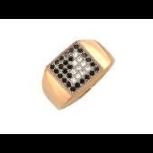 Мужское кольцо с диагональю, чёрные и прозрачные фианиты, комбинированное золото