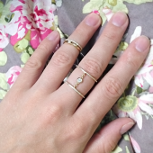 Кольцо широкое двойное с фианитами и цепочкой, желтое золото