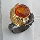 Кольцо Русалка с янтарем (малахитом, нефритом), серебро с позолотой и чернением