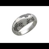 Кольцо широкое округлое Цветы с бриллиантами и чёрными бриллиантами, белое золото