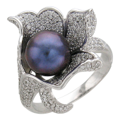 Кольцо с бриллиантами и черным жемчугом, белое золото