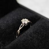 Кольцо Цветок с бриллиантами, белое золото