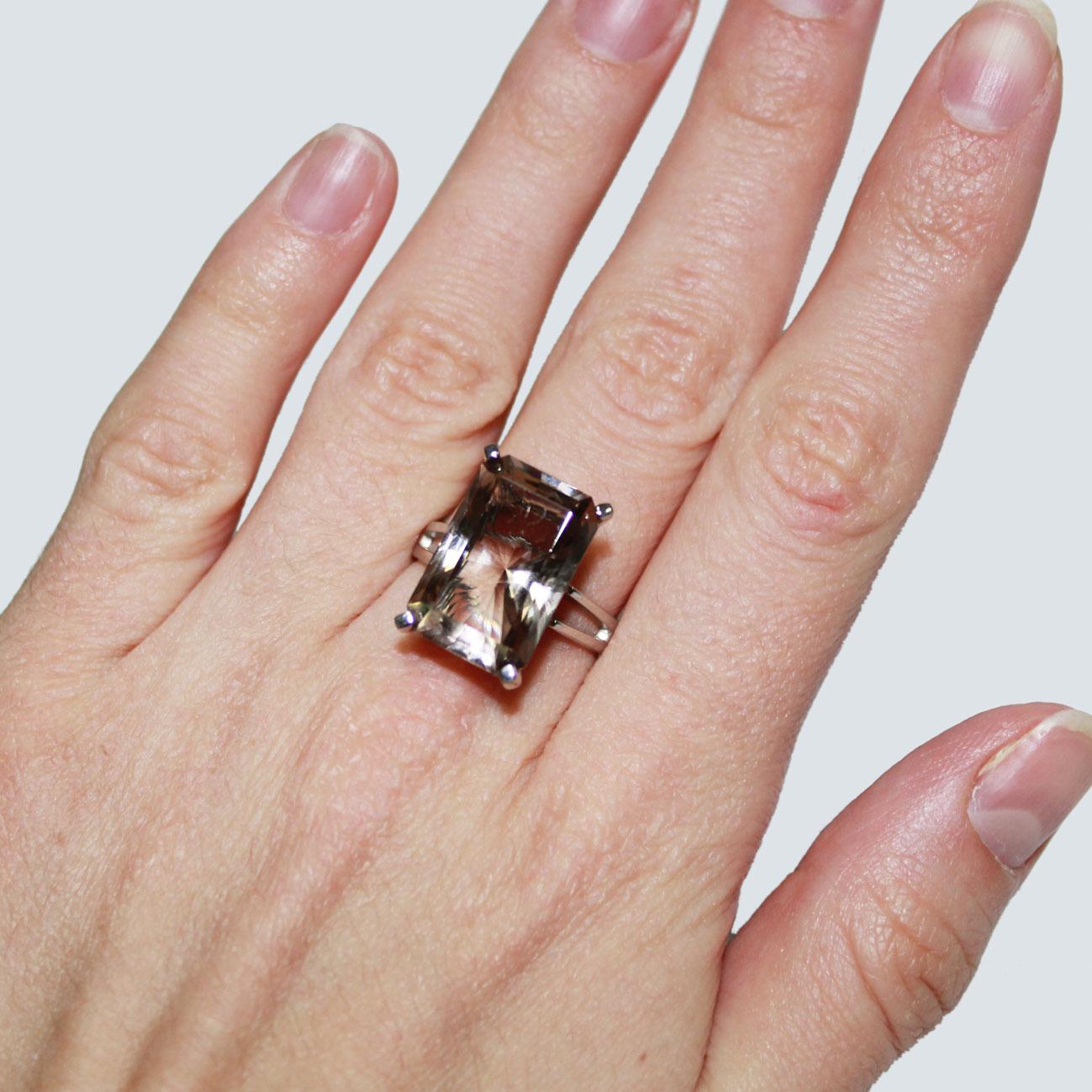 Кольцо с раухтопазом из золота фото