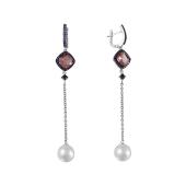 Серьги длинные с квадратным родолитом, цветными фианитами и белым жемчугом на подвесе, серебро