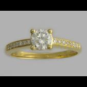 Кольцо с дорожкой бриллиантов и большим бриллиантом в центре, желтое золото 750 проба