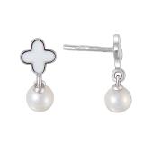 Серьги пусеты Четырехлистник с белой эмалью и белым жемчугом в стиле Ван Клиф, серебро