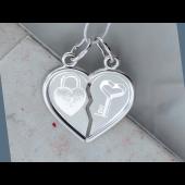 Кулон двойной Две половинки Сердца для влюбленных с гравировкой Амбарный Замок и Ключ к Сердцу, серебро