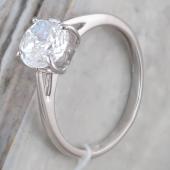 Кольцо с фианитом бриллиантовой огранки из серебра