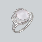 Кольцо с нежно-розовым кошачьим глазом и фианитами из серебро