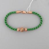 Браслет текстильный шнурок зеленый с ажурными серебряными шариками с позолотой
