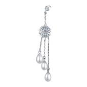 Моносерьга Цветок с россыпью фианитов и жемчугом на подвесах, серебро