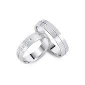 Кольцо обручальное матированное с полоской и пятью бриллиантами, белое золото