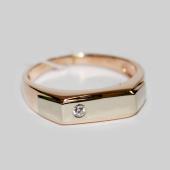 Мужское кольцо, прямоугольная шинка, один фианит круг, красное и белое золото