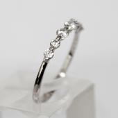 Кольцо с фианитами разного размера, белое золото, 585 пробы