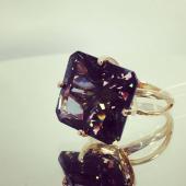 Кольцо с большим наноситалом Султанит, красное золото