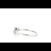 Кольцо с черными и белыми бриллиантами, белое золото