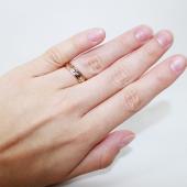 Кольцо обручальное со вставкой из белого золота, цветы с алмазной гранью. Ширина шинки 4.0мм