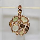 Кулон с полудрагоценными камнями различной огранки, желтое золото