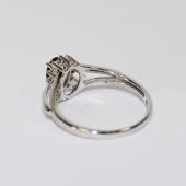 Кольцо Принцесса с овальным сапфиром в центре и бриллиантами вокруг, белое золото
