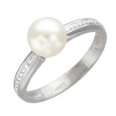 Кольцо с белым жемчугом и дорожкой фианитов, белое золото