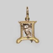 Буква Д из желтого золота с ангелом из белого золота