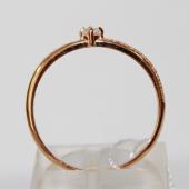 Кольцо классическое с россыпью фианитов, красное золото
