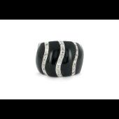 Кольцо с фианитами и имитацией оникса, серебро