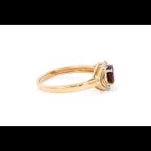 Кольцо с овальным гранатом и фианитами, красное золото