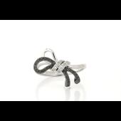 Кольцо Бант с чёрными и белыми бриллиантами, белое золото